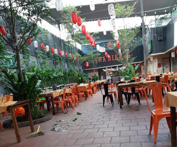 Hỗn chiến ở quận Tân Phú, hàng loạt người bị thương - Ảnh 3.