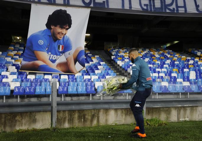Napoli tri ân Maradona bằng chiến thắng đậm - Ảnh 6.