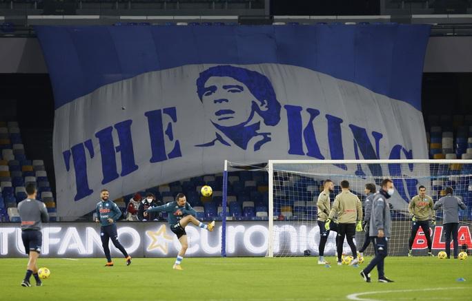 Napoli tri ân Maradona bằng chiến thắng đậm - Ảnh 1.