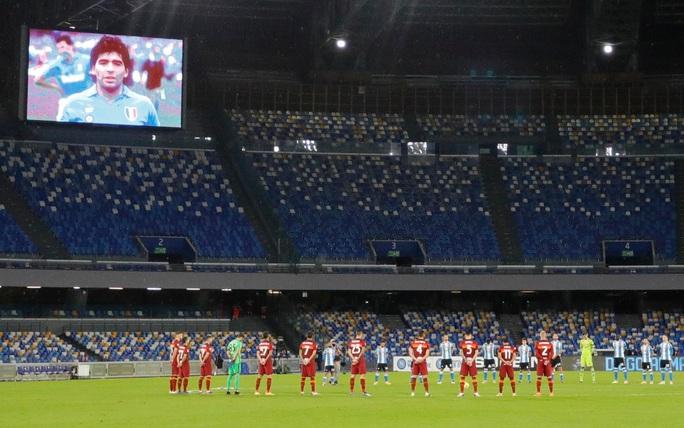 Napoli tri ân Maradona bằng chiến thắng đậm - Ảnh 2.