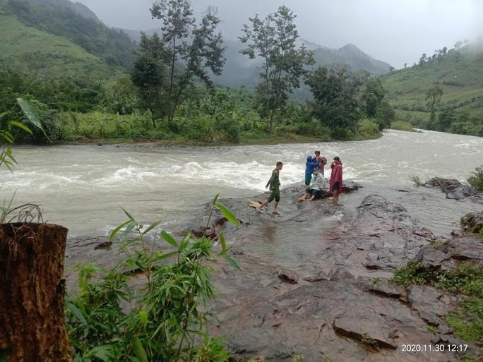 45 du khách TP HCM và người dẫn đường mất liên lạc trên núi Khánh Hòa - Ảnh 1.