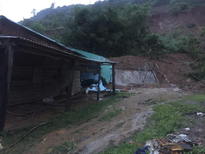 Sạt lở núi vùi lấp, làm sập nhiều căn nhà - Ảnh 6.