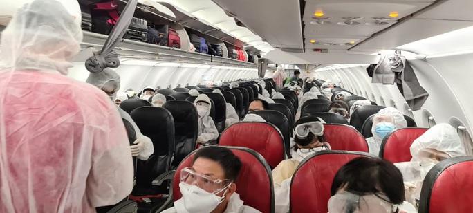Ba chuyến bay đưa người Việt từ hơn 20 quốc gia về nước - Ảnh 2.