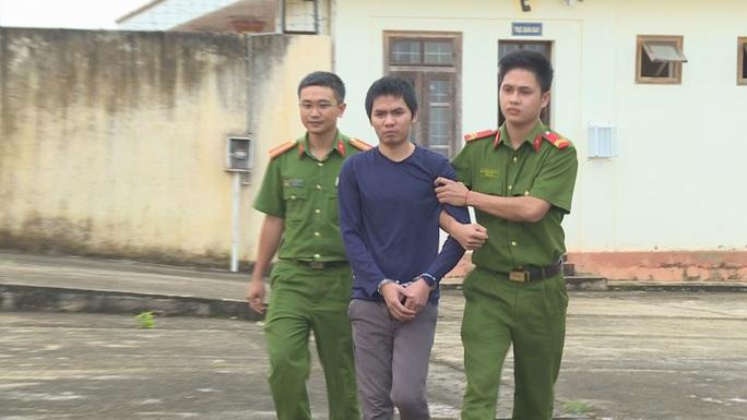 Bắt nam thanh niên giả danh cảnh sát, QLTT hù dọa doanh nghiệp - Ảnh 1.