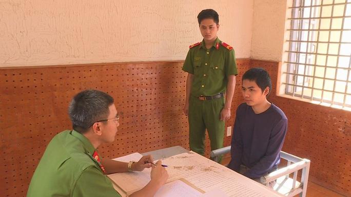 Bắt nam thanh niên giả danh cảnh sát, QLTT hù dọa doanh nghiệp - Ảnh 2.