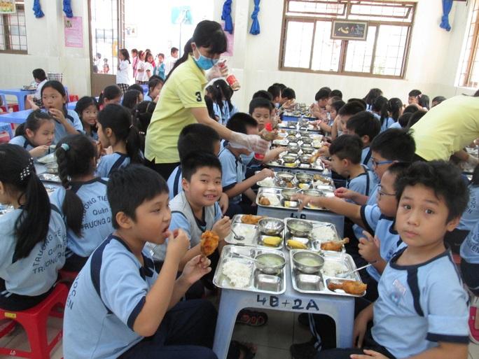 Kiểm tra kỹ, vẫn lo an toàn thực phẩm ở trường - Ảnh 1.