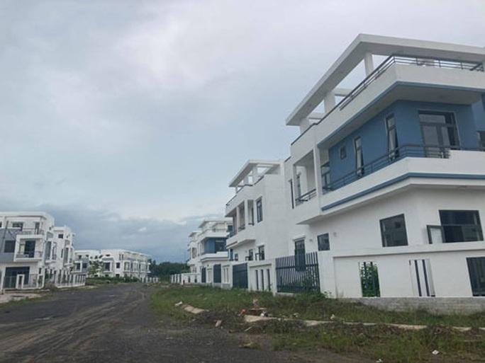 Gần 500 biệt thự, nhà liên kế xây chui ở Đồng Nai: Sau 2 tháng vẫn chưa công bố phương án xử lý - Ảnh 1.