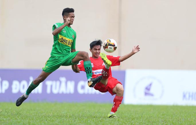 Giải bóng đá sinh viên đông hơn nhiều trận V-League, bầu Đức thưởng nóng Trường ĐH Nông Lâm TP HCM - Ảnh 2.