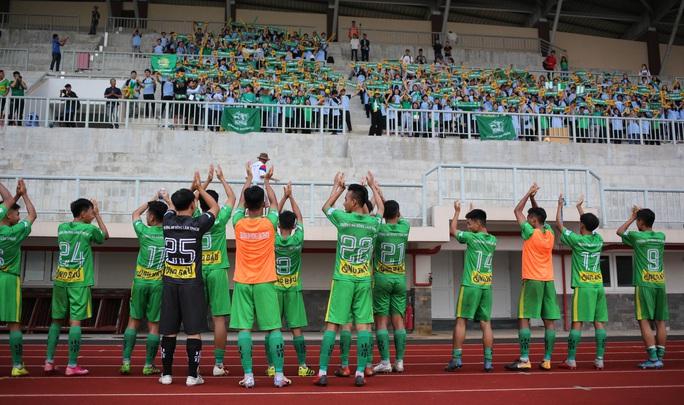 Giải bóng đá sinh viên đông hơn nhiều trận V-League, bầu Đức thưởng nóng Trường ĐH Nông Lâm TP HCM - Ảnh 3.