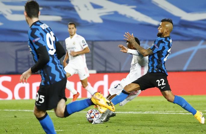 Rượt đuổi tỉ số ở đại chiến, Real Madrid chật vật hạ Inter Milan - Ảnh 6.