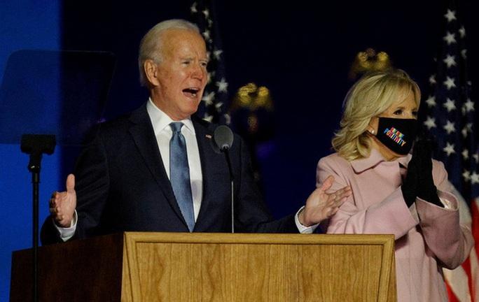 Clip: Ông Trump tuyên bố chiến thắng dù Biden đang áp đảo phiếu đại cử tri - Ảnh 3.