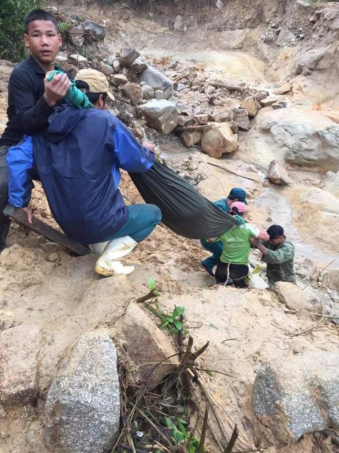 Được khiêng bộ 20 km đường rừng đi cấp cứu, thai phụ đau lòng nhận tin dữ - Ảnh 4.