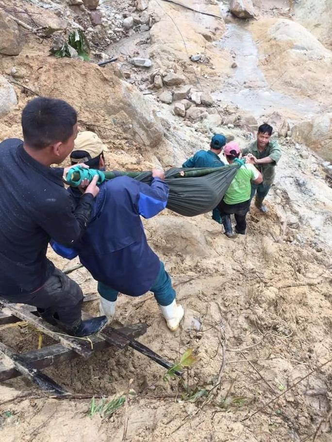 Được khiêng bộ 20 km đường rừng đi cấp cứu, thai phụ đau lòng nhận tin dữ - Ảnh 3.