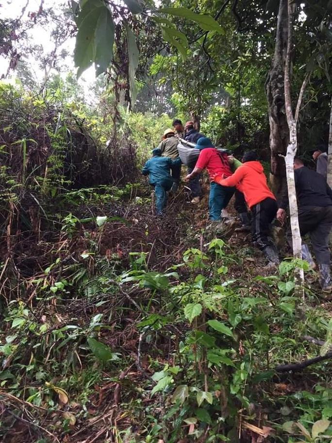 Được khiêng bộ 20 km đường rừng đi cấp cứu, thai phụ đau lòng nhận tin dữ - Ảnh 2.