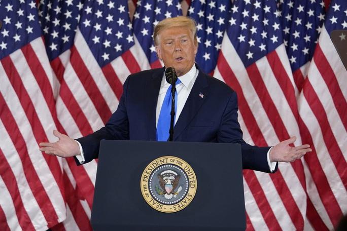 Đối thủ sát vạch đích, Tổng thống Trump làm gì để lật ngược tình thế? - Ảnh 1.