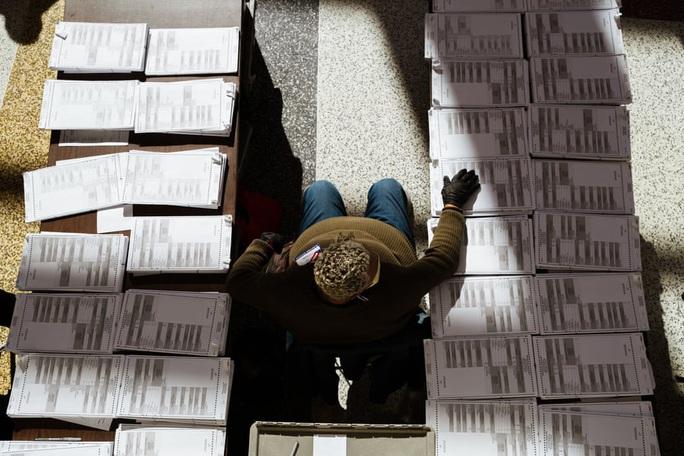 Thẩm phán Mỹ yêu cầu kiểm tra phiếu bị chậm trễ ở bang chiến trường  - Ảnh 2.