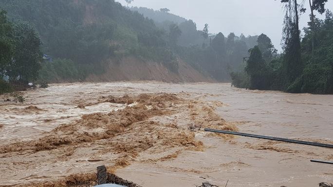 Trà Leng hứng mưa lũ, thủy điện Sông Tranh 2 xả lũ hơn 3.000 m3/giây - Ảnh 6.