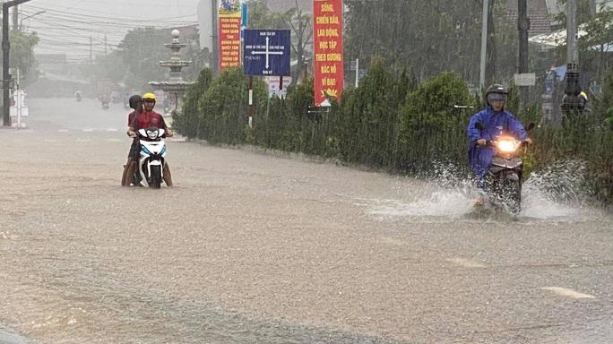 Trà Leng hứng mưa lũ, thủy điện Sông Tranh 2 xả lũ hơn 3.000 m3/giây - Ảnh 2.