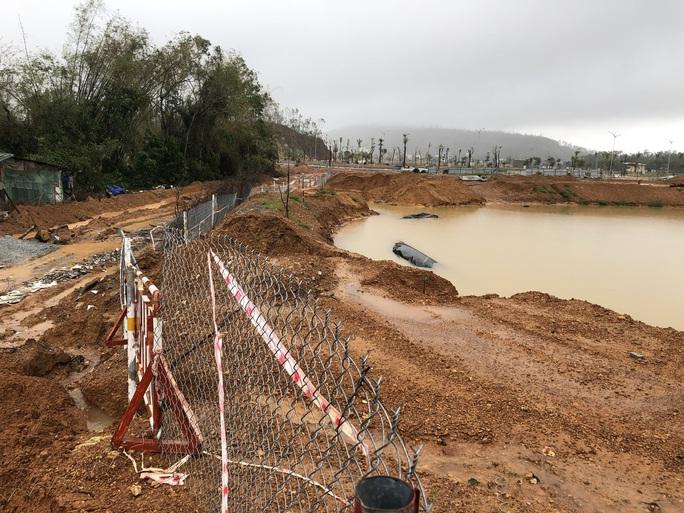 Quảng Ngãi: Thi công dự án làm tắt nghẽn lối thoát nước, gây ngập nhà dân - Ảnh 9.