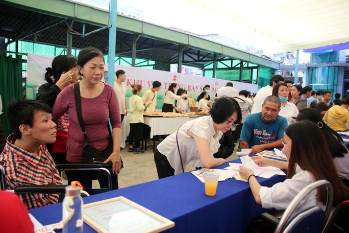 Hơn 300 người lao động khuyết tật tìm việc làm - Ảnh 1.