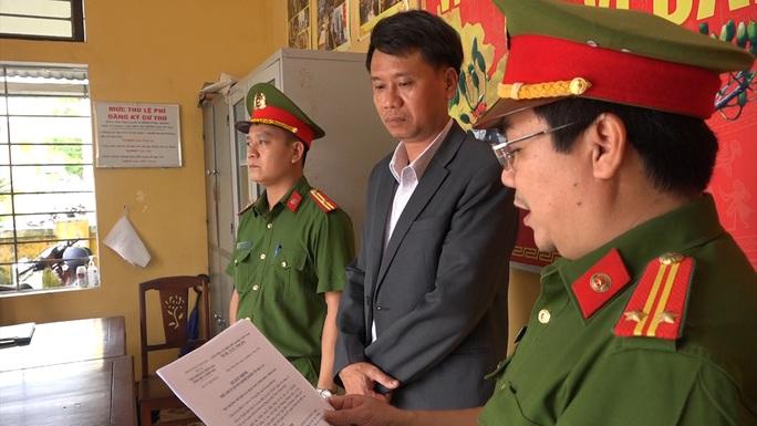 Bắt giữ nguyên Giám đốc Văn phòng Đăng ký đất đai TP Huế - Ảnh 1.