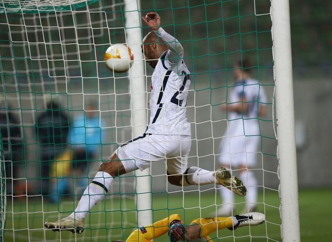 Arsenal ngược dòng kỳ lạ, Harry Kane ghi bàn thứ 200 cho Tottenham - Ảnh 3.