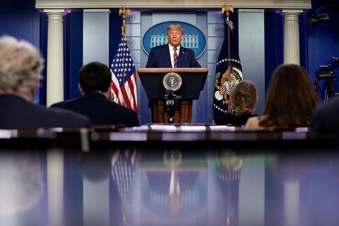 Tổng thống Trump bị các kênh truyền hình cắt sóng khi phát biểu về bầu cử Mỹ - Ảnh 1.