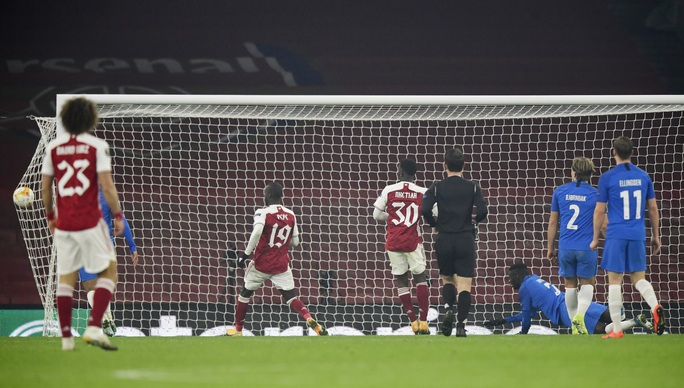 Arsenal ngược dòng kỳ lạ, Harry Kane ghi bàn thứ 200 cho Tottenham - Ảnh 8.