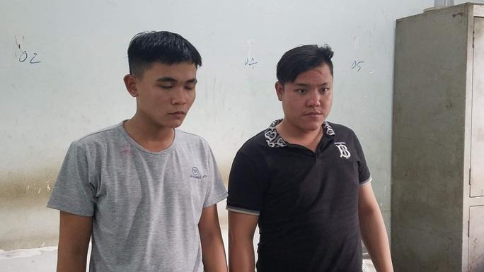 Bắt giữ 2 kẻ dùng ba chĩa truy sát người đàn ông ở Bình Tân - Ảnh 1.