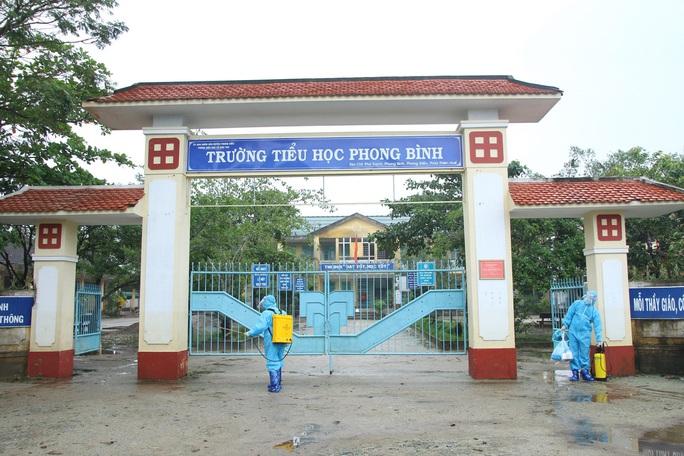 Khám chữa bệnh miễn phí cho người dân vùng bão lũ Thừa Thiên - Huế - Ảnh 2.