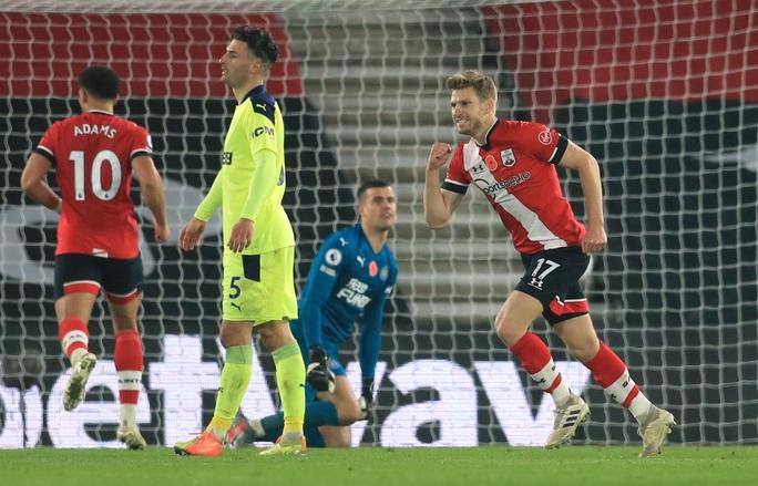 Southampton lập kỳ tích 32 năm, Liverpool mất ngôi đầu Ngoại hạng  - Ảnh 6.