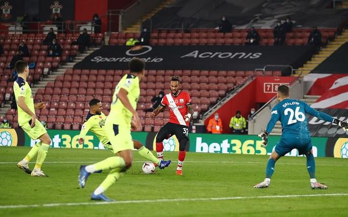 Southampton lập kỳ tích 32 năm, Liverpool mất ngôi đầu Ngoại hạng  - Ảnh 5.