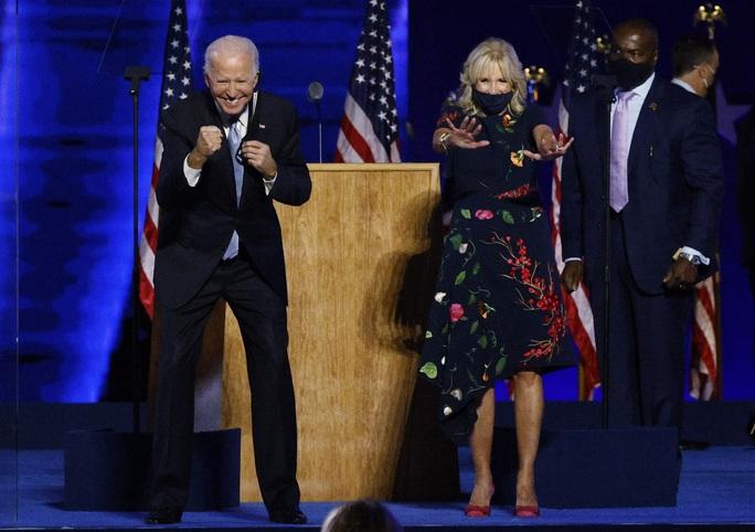 Nhìn vợ, tim ông Biden vẫn lỗi một nhịp! - Ảnh 2.