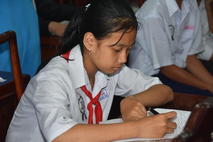 Học bổng Báo Người Lao Động đến với học sinh nghèo, học giỏi Bến Tre - Ảnh 18.