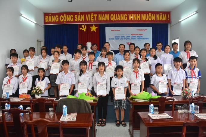 Học bổng Báo Người Lao Động đến với học sinh nghèo, học giỏi Bến Tre - Ảnh 12.