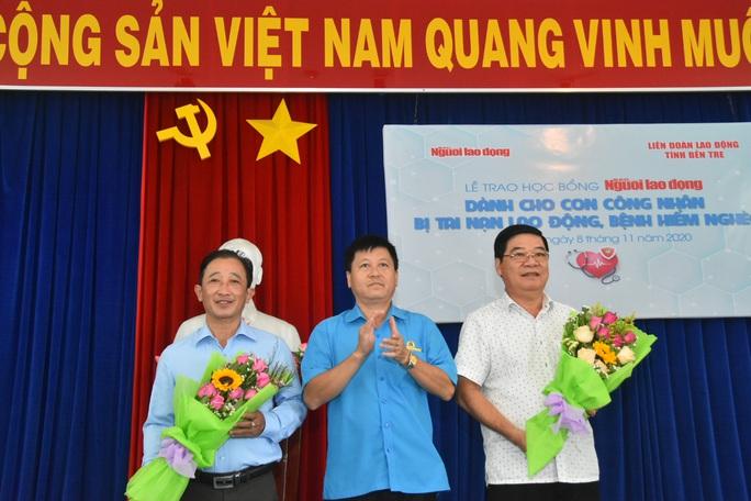 Học bổng Báo Người Lao Động đến với học sinh nghèo, học giỏi Bến Tre - Ảnh 4.
