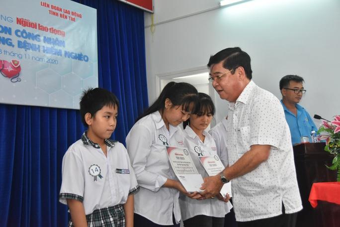 Học bổng Báo Người Lao Động đến với học sinh nghèo, học giỏi Bến Tre - Ảnh 2.
