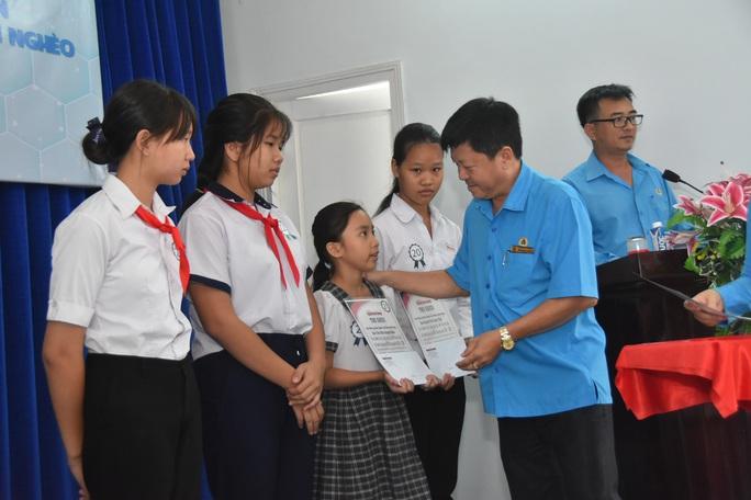 Học bổng Báo Người Lao Động đến với học sinh nghèo, học giỏi Bến Tre - Ảnh 7.