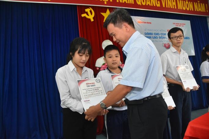 Học bổng Báo Người Lao Động đến với học sinh nghèo, học giỏi Bến Tre - Ảnh 10.