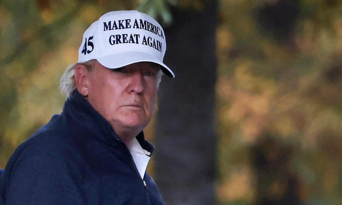Tổng thống Trump bình tĩnh đáng ngạc nhiên rồi rũ vai về Nhà Trắng - Ảnh 3.