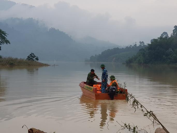 Tiếp tục tìm kiếm 17 người mất tích ở Trà Leng, Phước Lộc - Ảnh 4.