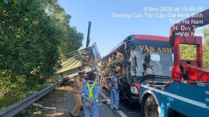 Tai nạn ở cao tốc Pháp Vân - Cầu Giẽ, 4 người bị thương - Ảnh 2.
