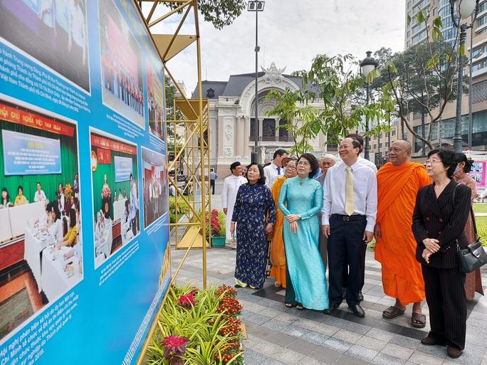 Triển lãm ảnh MTTQ Việt Nam - nơi hội tụ sức mạnh khối đại đoàn kết toàn dân tộc - Ảnh 3.