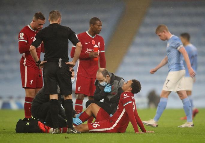 Man City mất điểm đại chiến, Liverpool văng ngôi đầu Ngoại hạng - Ảnh 7.