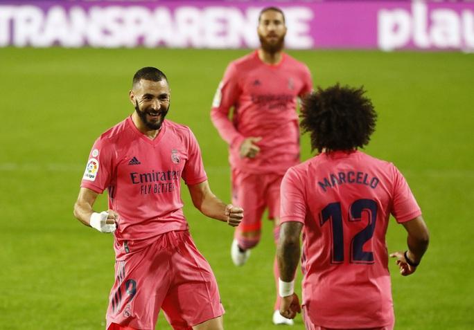 Real Madrid thấm đòn VAR, thảm bại với hat-trick phạt đền - Ảnh 3.