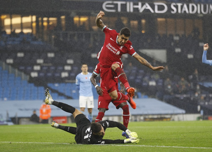 Man City mất điểm đại chiến, Liverpool văng ngôi đầu Ngoại hạng - Ảnh 4.