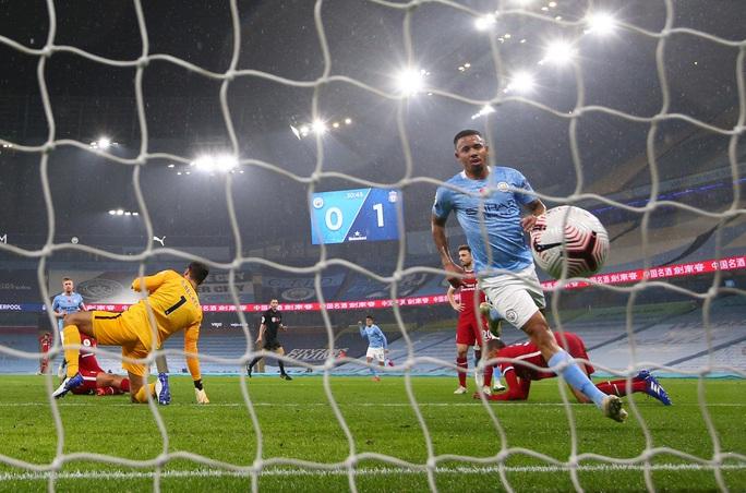 Man City mất điểm đại chiến, Liverpool văng ngôi đầu Ngoại hạng - Ảnh 5.