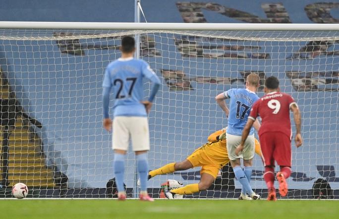 Man City mất điểm đại chiến, Liverpool văng ngôi đầu Ngoại hạng - Ảnh 6.