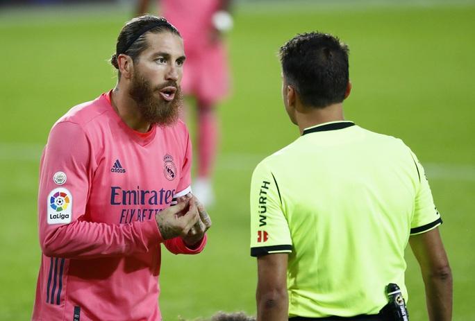 Real Madrid thấm đòn VAR, thảm bại với hat-trick phạt đền - Ảnh 7.