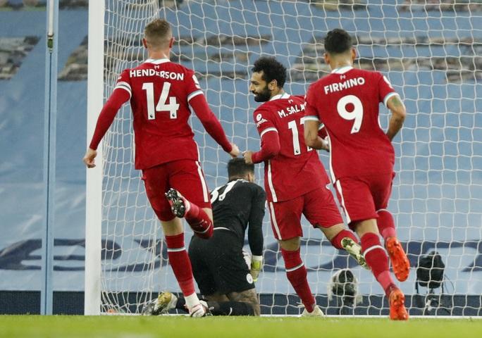 Man City mất điểm đại chiến, Liverpool văng ngôi đầu Ngoại hạng - Ảnh 3.